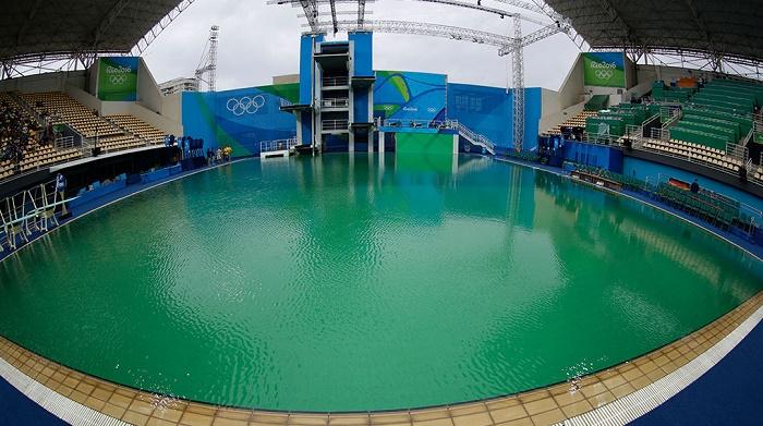 Что делать, чтобы в бассейне не зеленела вода?