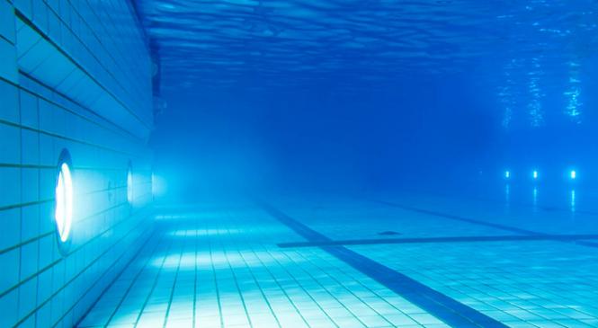 Прожектор для бассейна — великолепный дизайнерский шаг