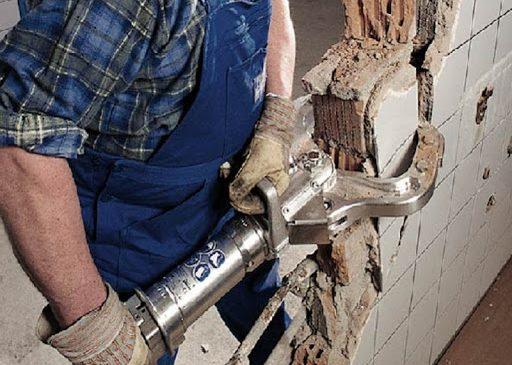 О способах выполнения демонтажных работ в условиях города